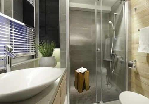 为什么酒店用透明玻璃作为卫生间的隔断?