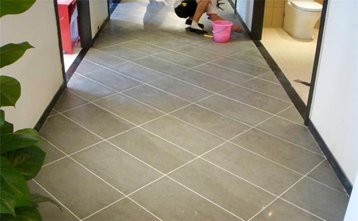 如何解决瓷砖美缝胶施工过程中出现气泡、变色、不固化等问题
