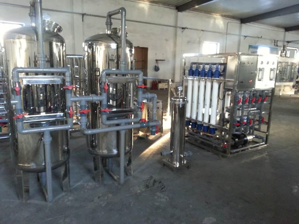 随着工业自动化的进步桶装纯净水设备也受到了行业的青睐