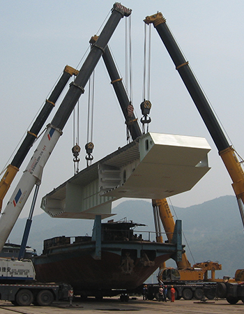 重庆东港永川大桥钢箱梁吊装