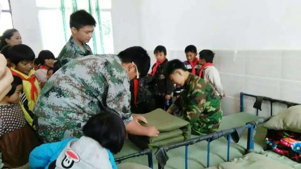 丑小鸭中学学生心理志愿者赴边远小学服务