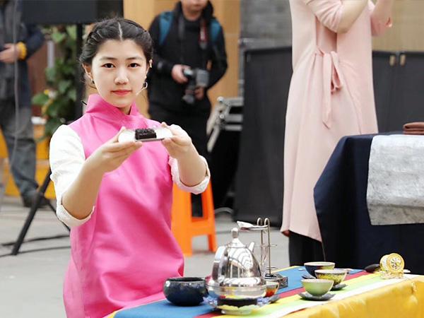 春雨茶学堂参加杭州茶奥会学员比赛照片!