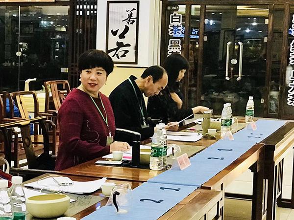 春雨茶学堂参加杭州茶奥会评委照片!