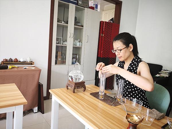 春雨茶学堂在皇姑聋校举办活动老师进行示范!
