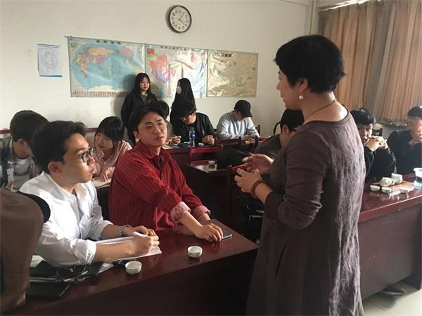 语均茶书院茶艺培训校长企业上课场景