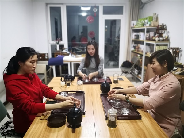 语均茶书院茶艺培训学员上课场景