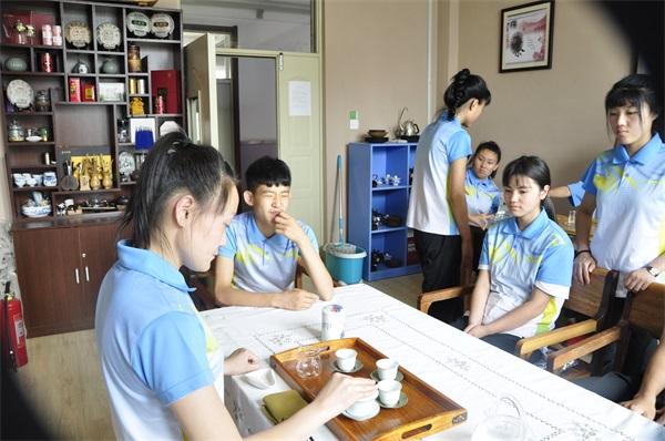 语均茶书院茶艺培训中学生茶艺师班