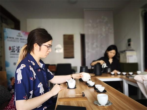 语均茶书院茶艺培训外国留学生学员