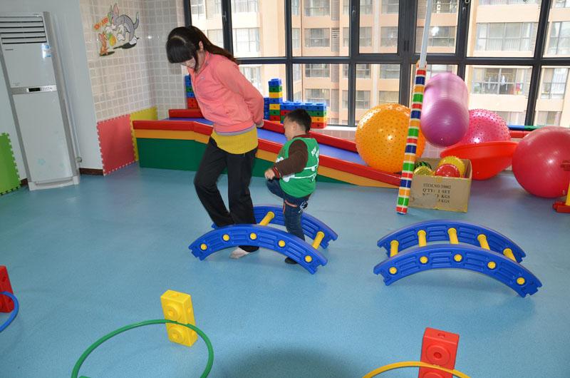 儿童感觉统合失调应该怎么办找西安感统培训中心呀!