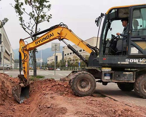 重庆现代90轮挖租赁