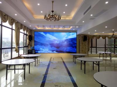 重庆铜梁意丰大酒楼室内两块LED显示屏P5全彩
