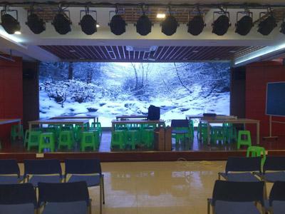 重庆长寿区某小学室内P2.5全彩LED显示屏