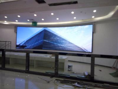 贵阳室内P2.5全彩弧形屏全彩LED显示屏