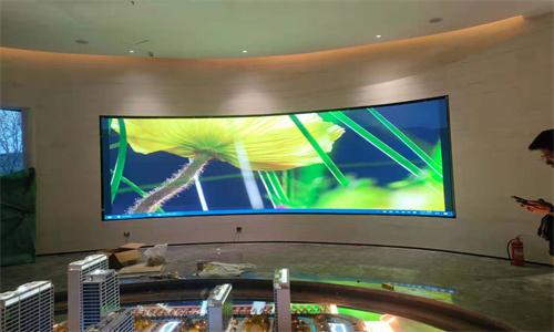 西安某房地產售樓部全彩弧形LED顯示屏安裝調試完畢