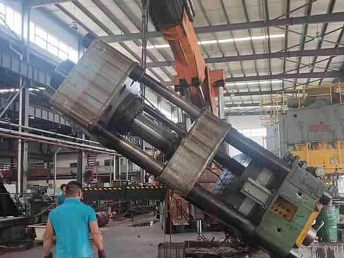 重庆嘉陵工业500吨四柱油压机装车现场