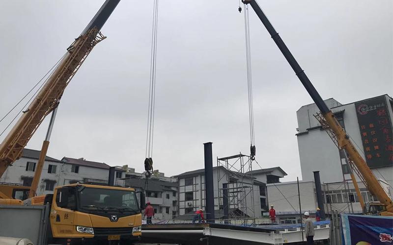 吊车租赁运行时对大物吊装的注意事项