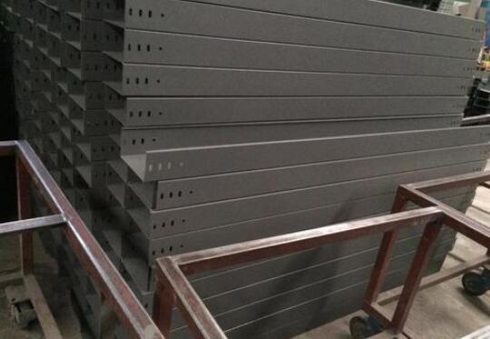 电缆桥架的箱形梁式桥架的性能