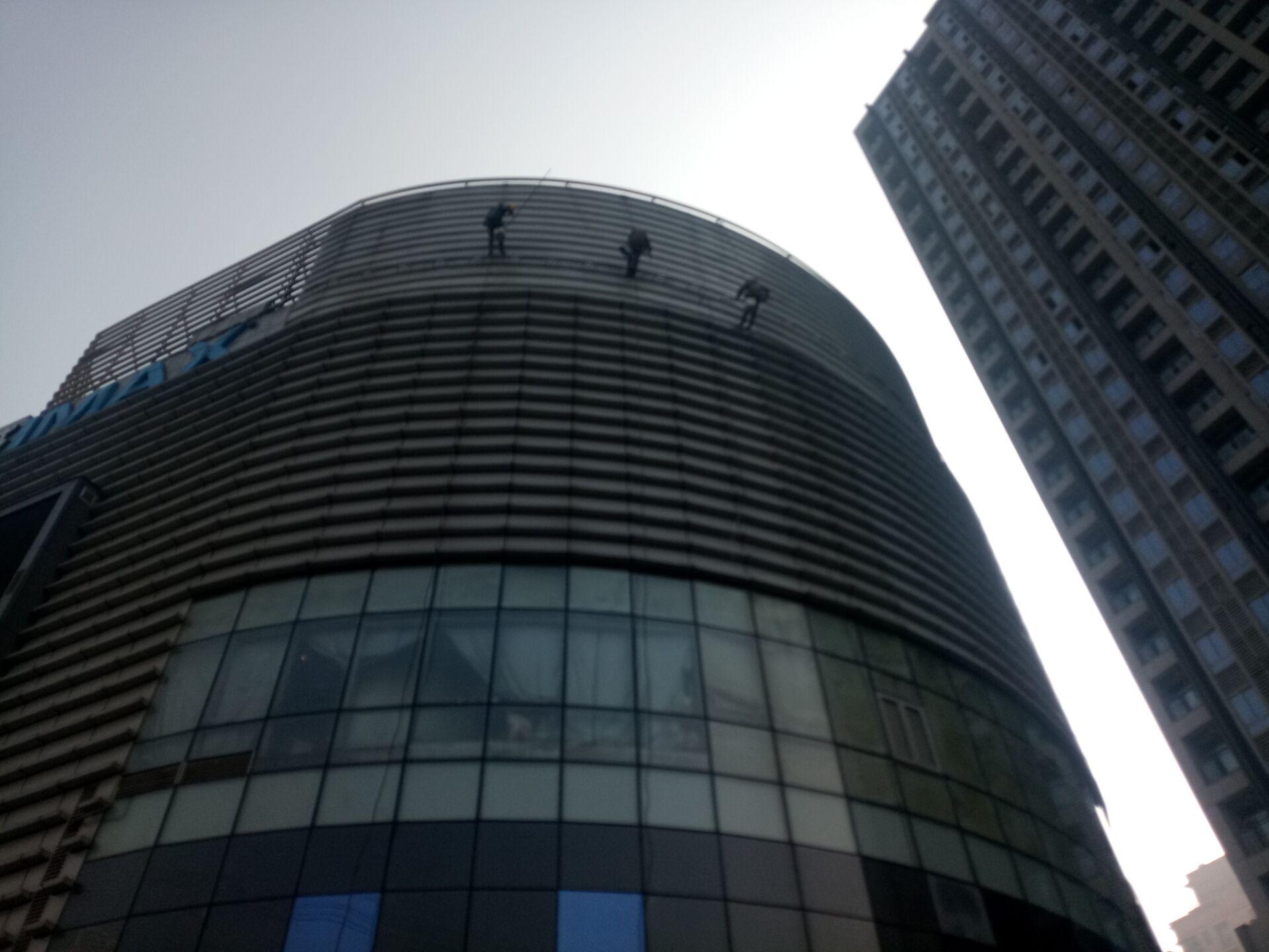 大厦外墙玻璃清洗服务