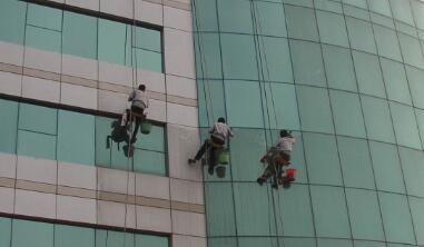 外墙清洗人员上岗前必须经过专业培训