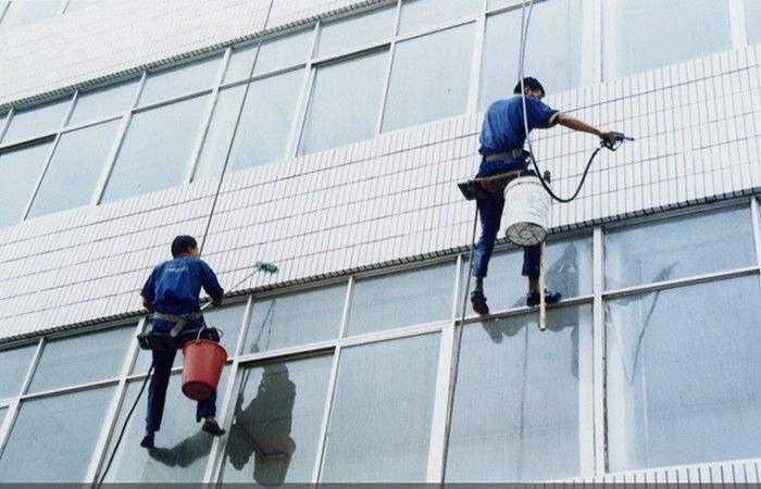 高層建筑外墻清洗是一項非常復雜的系統工程