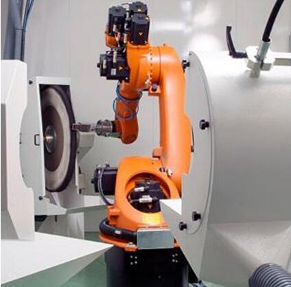 在修理焊接机器人之前要检查电控箱中是否有水或油