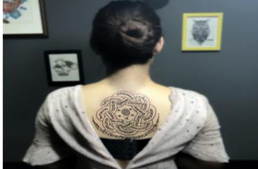 后背符文纹身