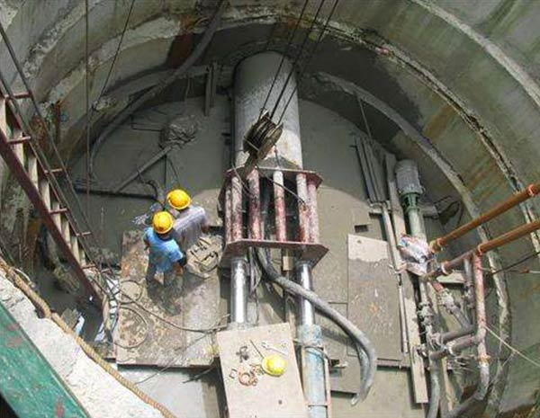 水泥涵管顶管施工