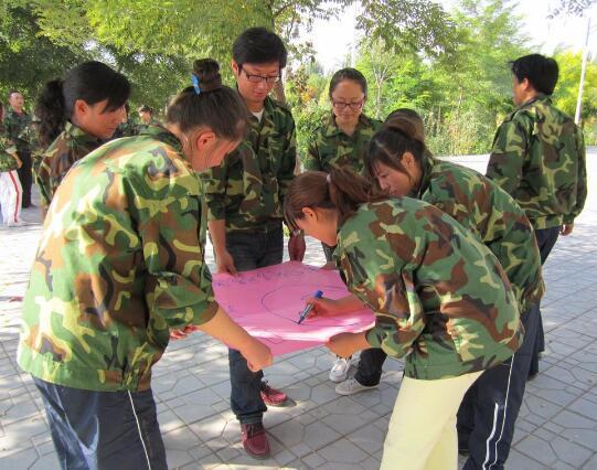 户外拓展培训侧重于团队的创建和提高员工的积极性