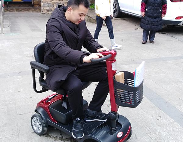 试用电动代步车