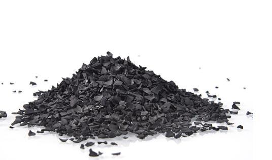 如何通过活性炭的外观来区分吸附能力?