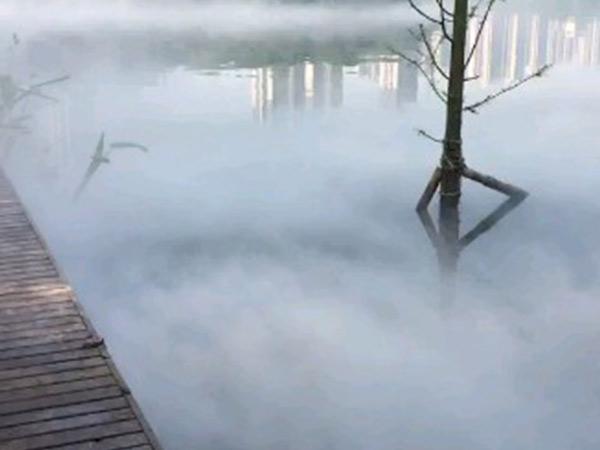 重庆彩云湖