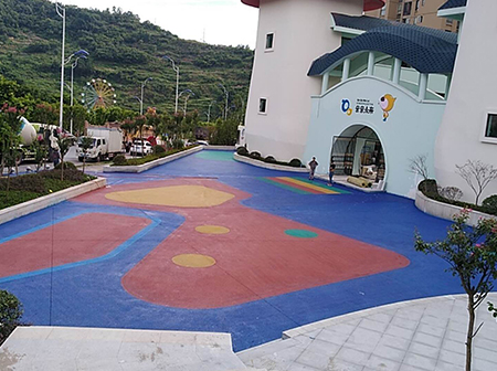 重庆綦江红星幼儿园广场彩色压印地坪施工