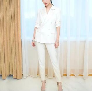 重庆西服告诉您女性西服的选择搭配有多种多样