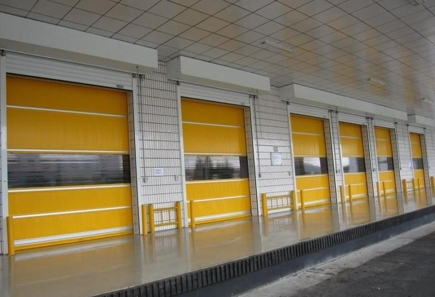 某工厂快速提升门安装