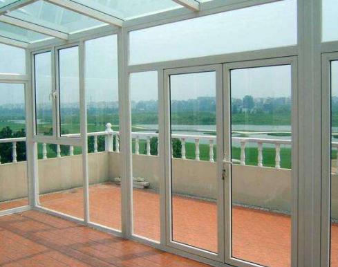 教你如何区分塑钢门窗与铝合金门窗