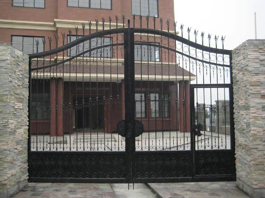铁艺大门应该安装在一个相对通风的地方