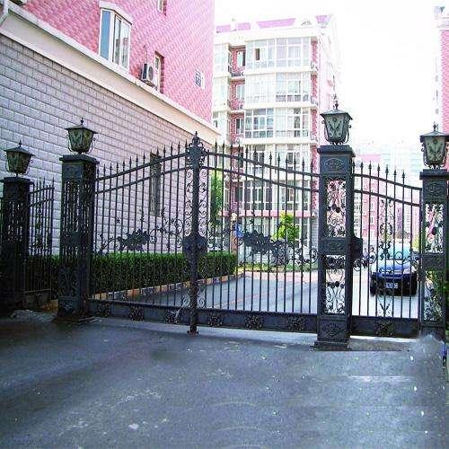 手繪油漆是別墅大門制造的至關重要的環節