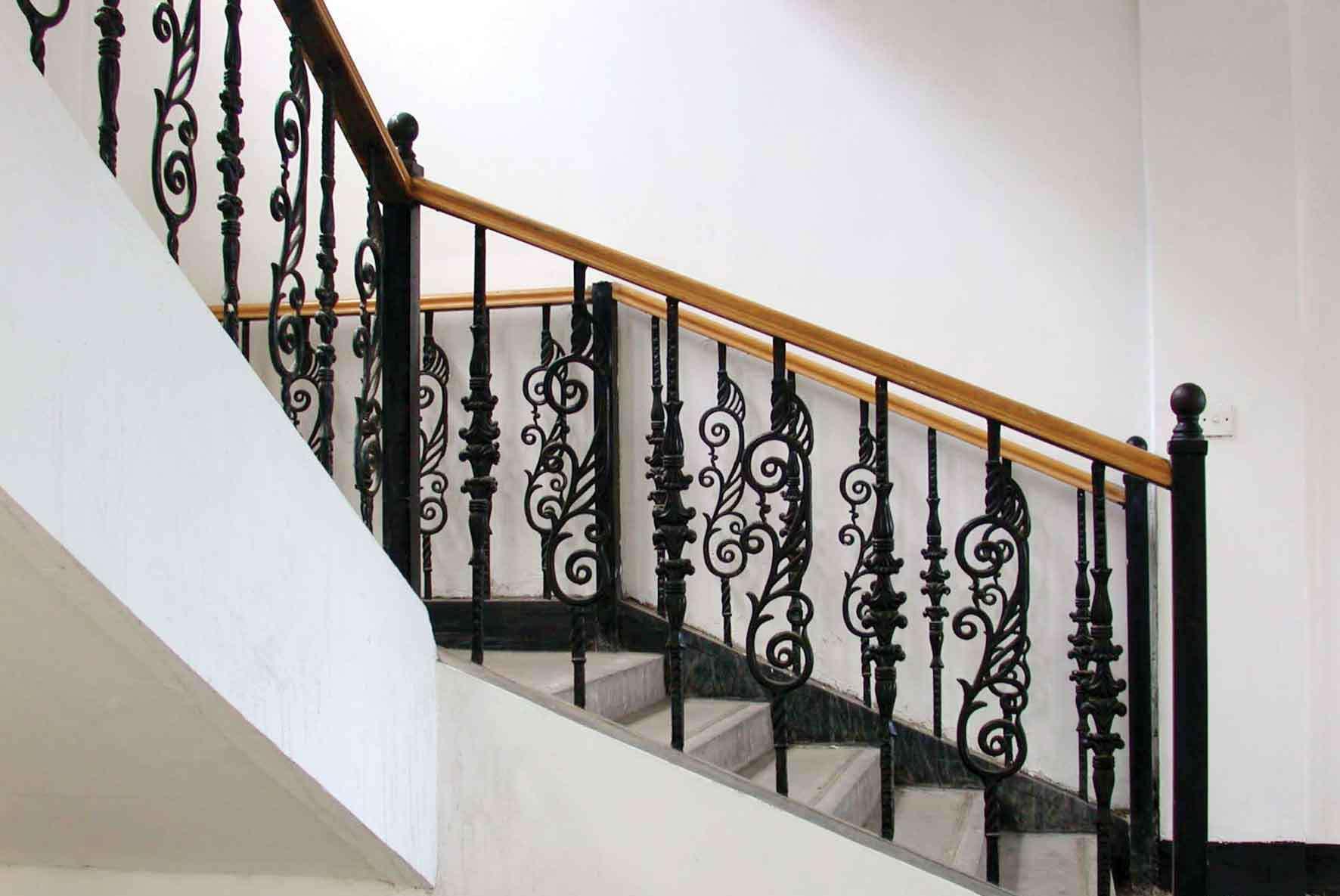 定制樓梯應該選擇適合自己的風格和材料