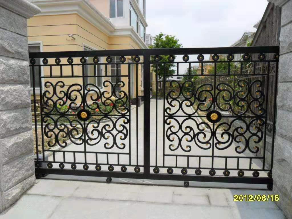 自然環境應挑選與之相對的鐵藝圍欄造型設計