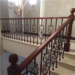 铁艺楼梯扶手安装必须牢固,不得松动