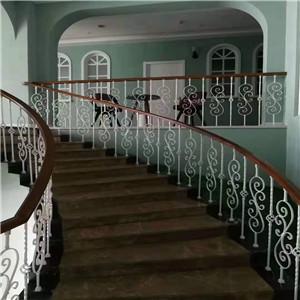 旋转楼梯的高宽比和直梯相同基本原理
