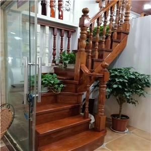 金屬材料制成的欄桿具有略高的防銹處理特性