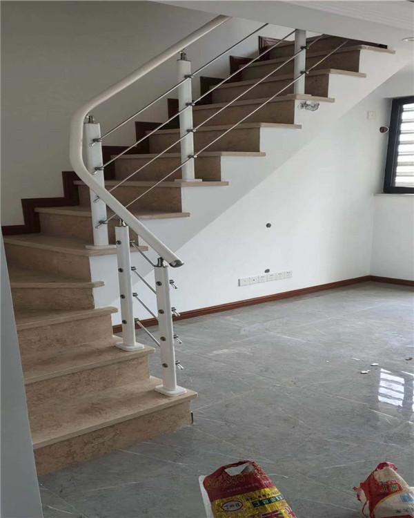 旋轉樓梯為鋼架結構電焊而成,規格和正圓較為標準
