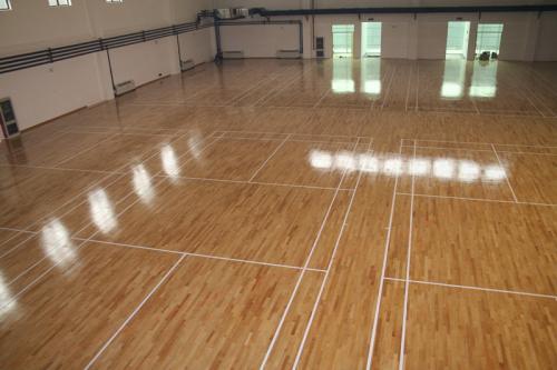 体育场多层实木地板要如何进行保养
