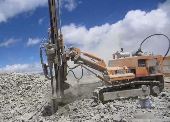 为什么潜孔钻机可以快速的击碎岩石
