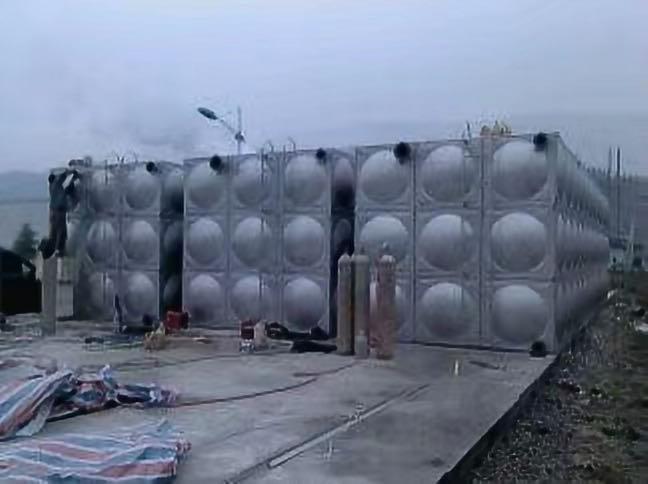 简单谈谈不锈钢保温水箱的功能