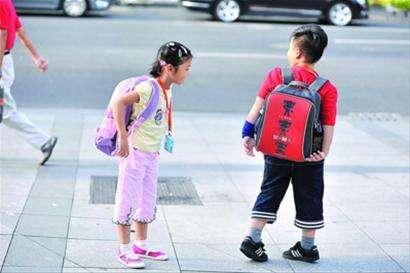 孩子的书包重量有最佳范围