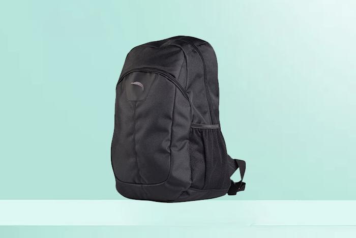 黑色旅行式背包