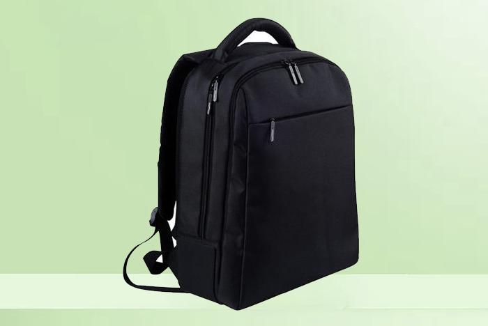 黑色商务型背包