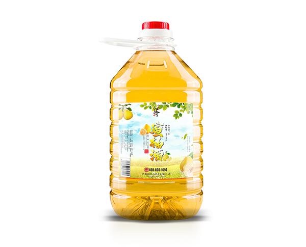 果酒通过果实发酵生产出来的,正宗的果酒甜而不腻